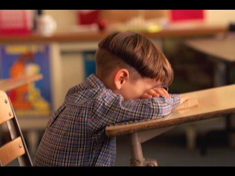 طفلي يبكي لا أريد الذهاب إلى المدرسة فما الحل Youtube
