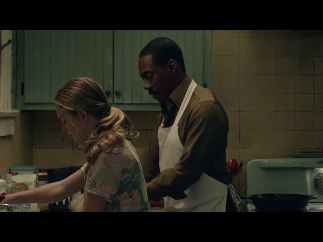 女孩家来了个陌生的厨师,一待多年,照顾她家三代人却分文不取,直到去世