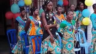 23 jeunes femmes formées comme coiffeuses et esthéticiennes par HPP-Congo à Selembao.