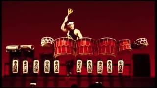 招牌的裸身擊鼓結合日本傳統樂器以太鼓象徵太極的圓滿不可錯過男子漢雷...