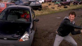 'Hooligans' Staf en Mathias slaan auto kapot
