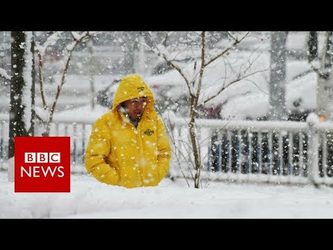 China snow: Heavy falls bring chaos and beauty - BBC News