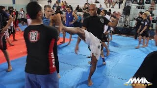 Anderson Silva Teaches His Classic Finishes