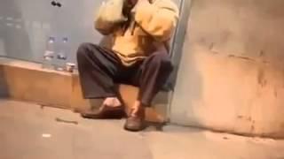 فيديو | عجوز يرتل القرآن بصوت الشيخ عبد الباسط عبد الصمد