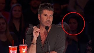 Temido juez queda en estado de shock cuando se da cuenta de quién está cantando en el escenario...