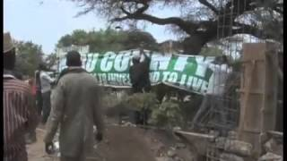 Isiolo Residents Bring Down Signboard Erected By Meru County Government