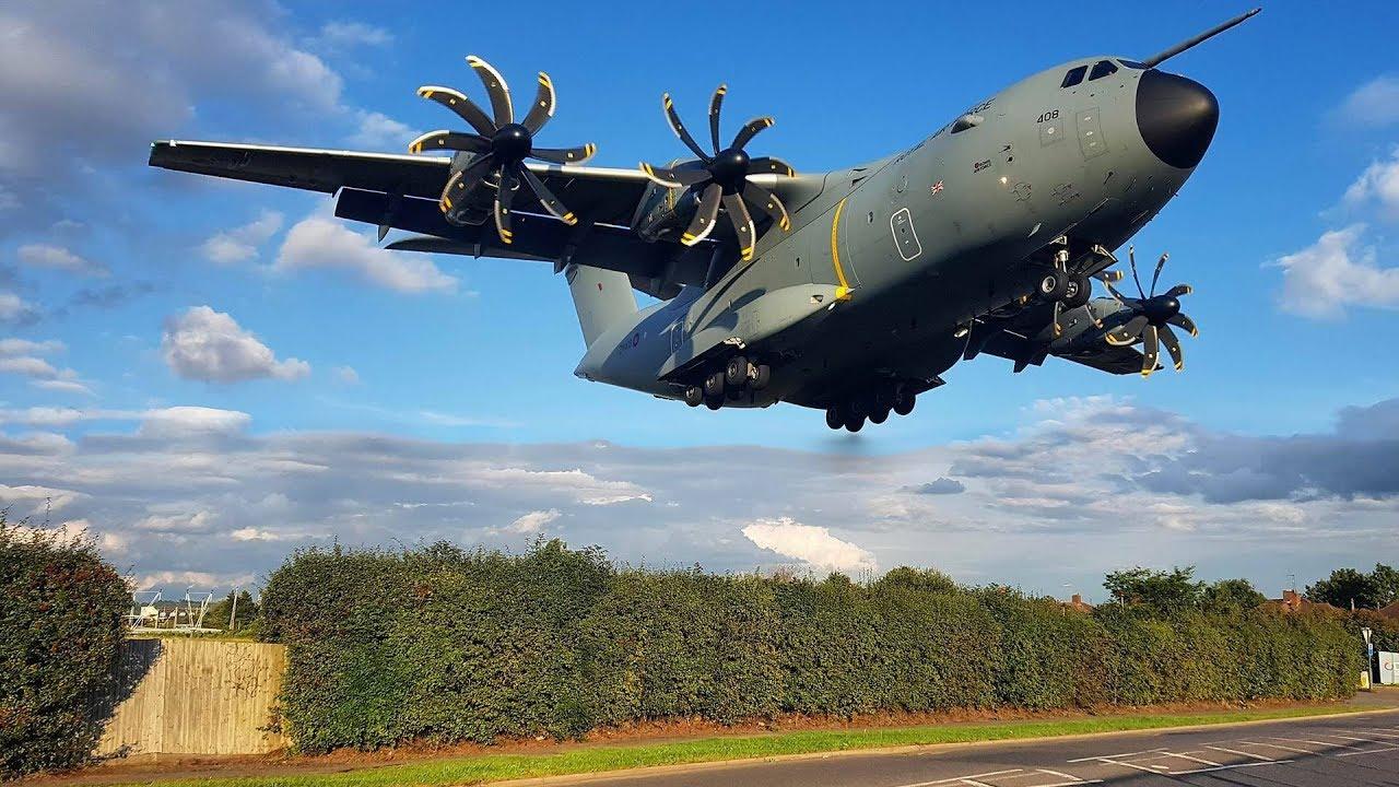 LOW | Royal Air Force MASSIVE Airbus A400M landing at RAF Northolt | London