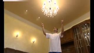 Большая хрустальная люстра и бра в освещении гостиной(, 2014-01-13T09:30:06.000Z)