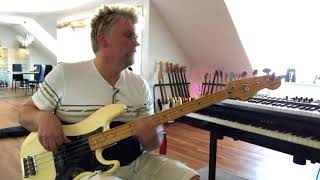 Squier Classic Vibe Matt Freeman Precision bass with Fender '62 Pickup