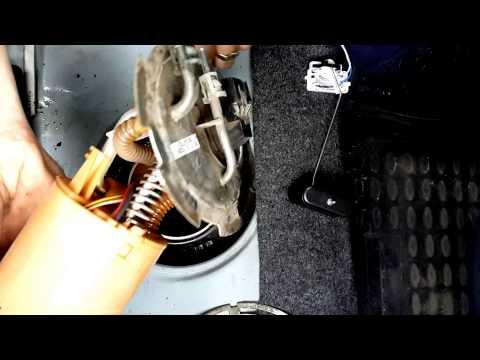 Замена датчика уровня топлива на коленке. Шевроле ланос.