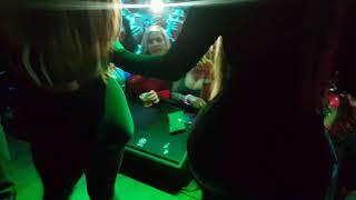 La insuperable una chica a bailar sacude la chapa de toxic crow
