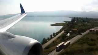 Ohrid Gölü üzerinde uçakla yolculuk ve havaallanına iniş