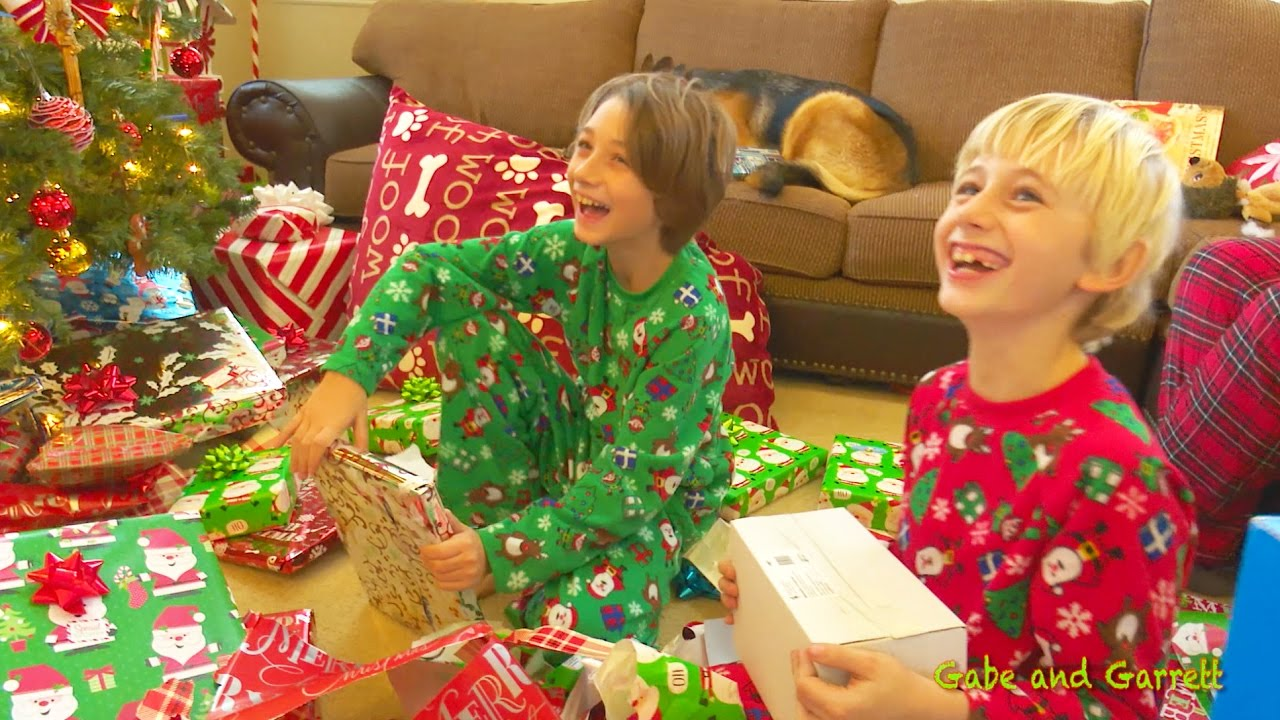 Christmas Morning 2016 - Gabe and Garrett Opening Presents! - YouTube