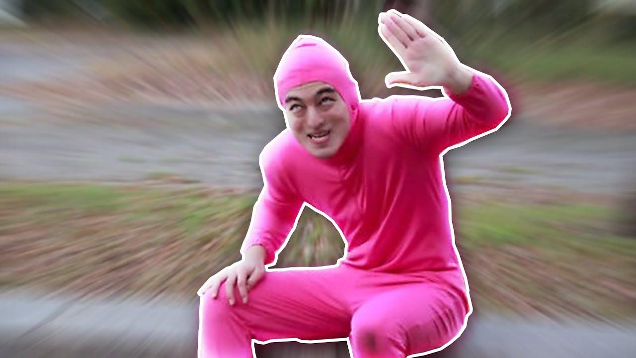 пацан в розовом костюме каждого нас самое