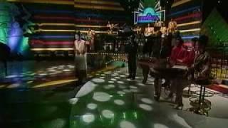 峠恵子さんがリチャードの目の前で歌います。 HD ver. [Upconvert SD to...