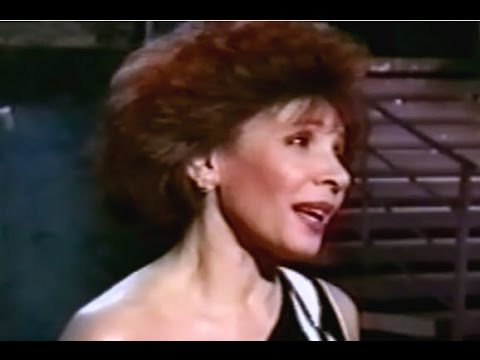 Shirley Bassey - How Do You Keep The Music Playing / Till I Loved You / Interview (1991 Live)