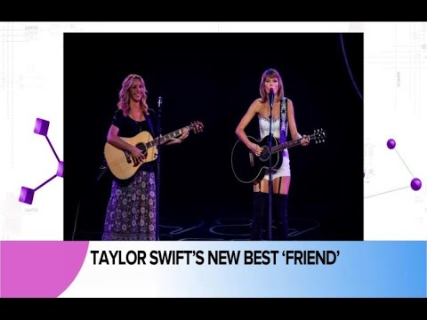 Taylor Swift and Lisa Kudrow Sing A 'Smelly Cat' Duet And Much More in Pop News