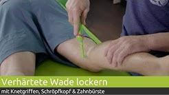 Verhärtete Wade lockern - Knetgriffe, Schröpfkopf & Zahnbürste |PINOFIT
