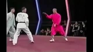Шаолиньский монах против мастера тхэквондо