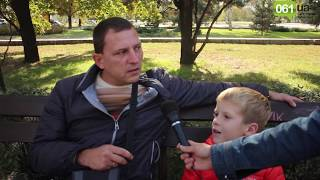 """""""Какую последнюю книгу вы прочитали?"""" - опрос на улицах Запорожья (видео 061.ua)"""
