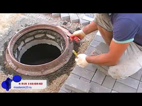 Установка канализационного люка при укладке тротуарной плитки в Краснодаре
