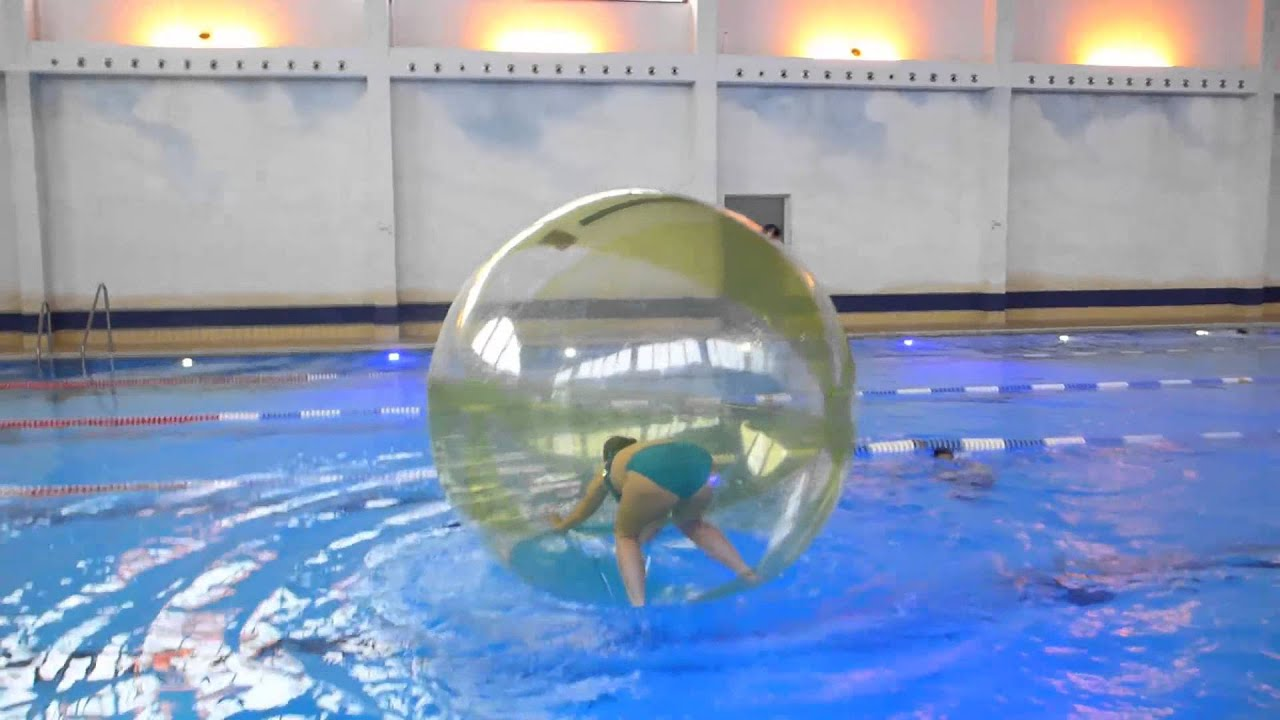 atlantis dorsten aqua zorbing im sportbecken youtube. Black Bedroom Furniture Sets. Home Design Ideas