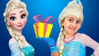 Princess Elsa receives Surprise Gifts from Anna   Super Elsa