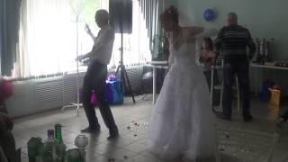 прикольный свадебный танец)))))