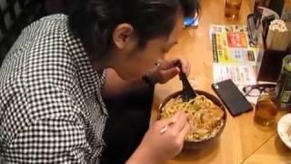 井坪 大樹 2分05秒 (筑波大学 比較文化学類) 早食い メガ盛り 1キロカレー(カレー うどん 520g+ライス480g 計1kg) 挑戦 記録 ZEYO.