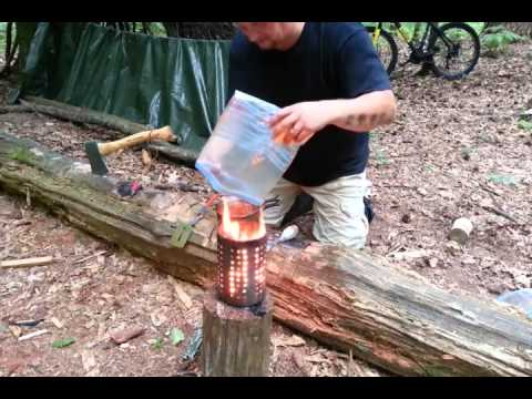 ✔CAMP COOKING: Spaghetti Bolognese (German) | Bushcraft Kitchen
