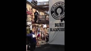 Bury blackpudding throwing