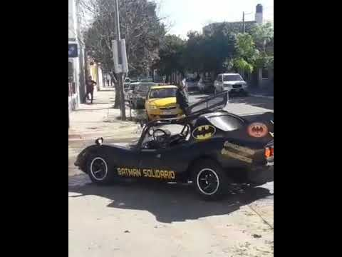#Batman chocó contra un taxi. ? El #batimovil sufrió algunos daños ?
