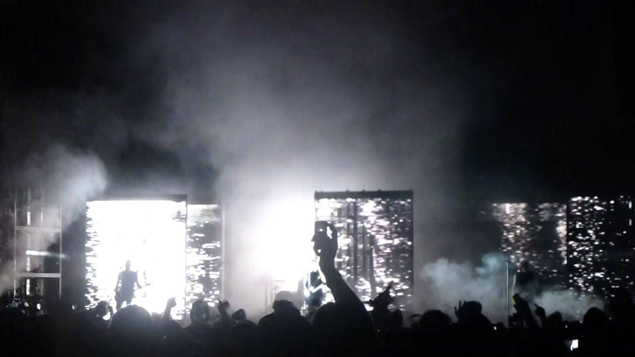 Nine Inch Nails \'Terrible Lie\' Live at Lollapalooza 2013 - YouTube