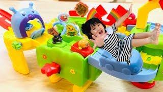 部屋に隠されたアンパンマンランドのおもちゃを探し出そう!!Hide and Seek play with Anpanman Toys