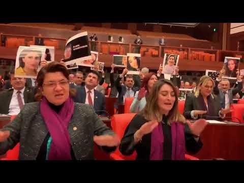 """El violador eres tú"" llega al parlamento turco"