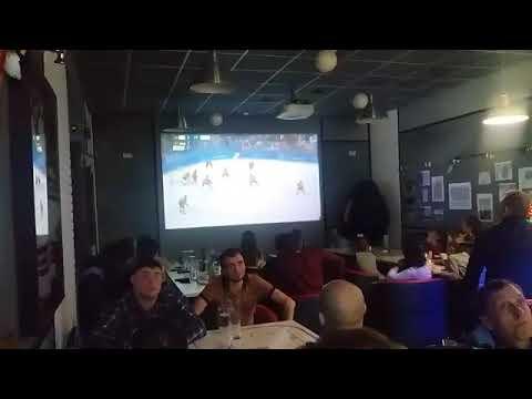Реакция барнаульских болельщиков на победную шайбу Россия: Германия