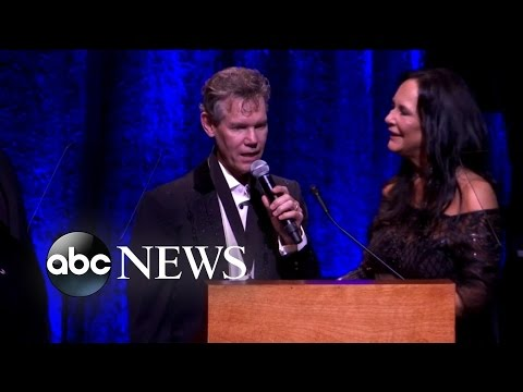 Randy Travis Sings at Hall of Fame Induction