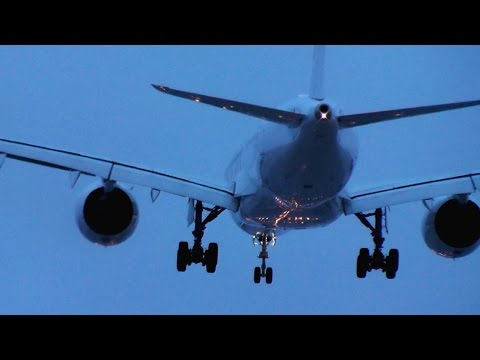 Finnair A350 chilly landing at Helsinki with lights | Happy Holidays