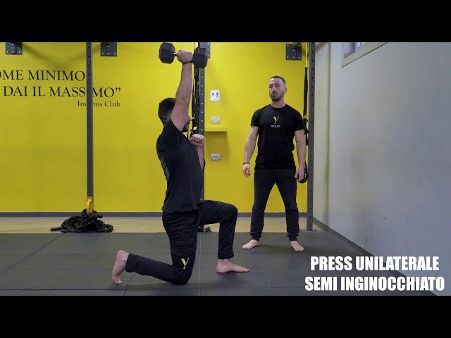 Press unilaterale semi inginocchiato. Esecuzione e tecnica