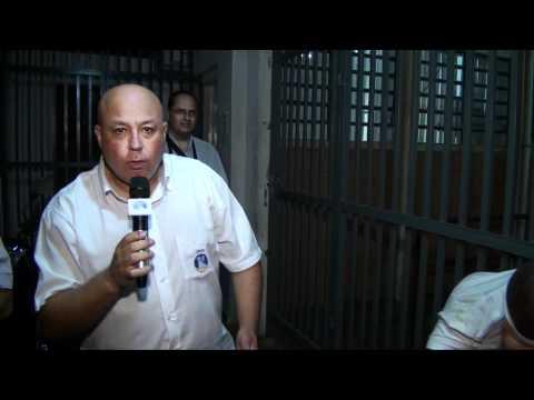 Polícia prende ladrões de retroescavadeira