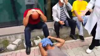 veteranet e uk se rahen nga policia kosoves ne protestat e kaanikut
