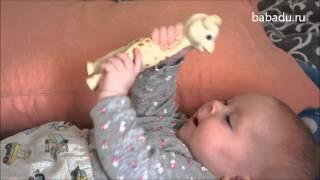 видео Прорезыватель-игрушка Vulli Жираф Софи 18 см с 0 мес.