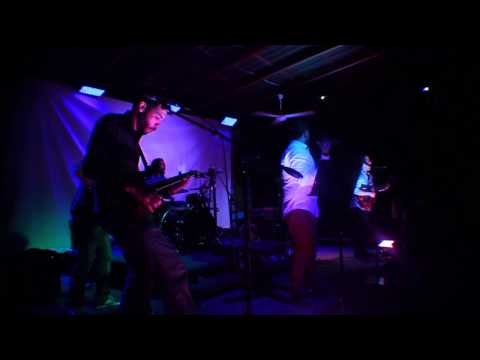 Sunset RD - Piedra, Papel o Me Besas (En vivo, 2015)