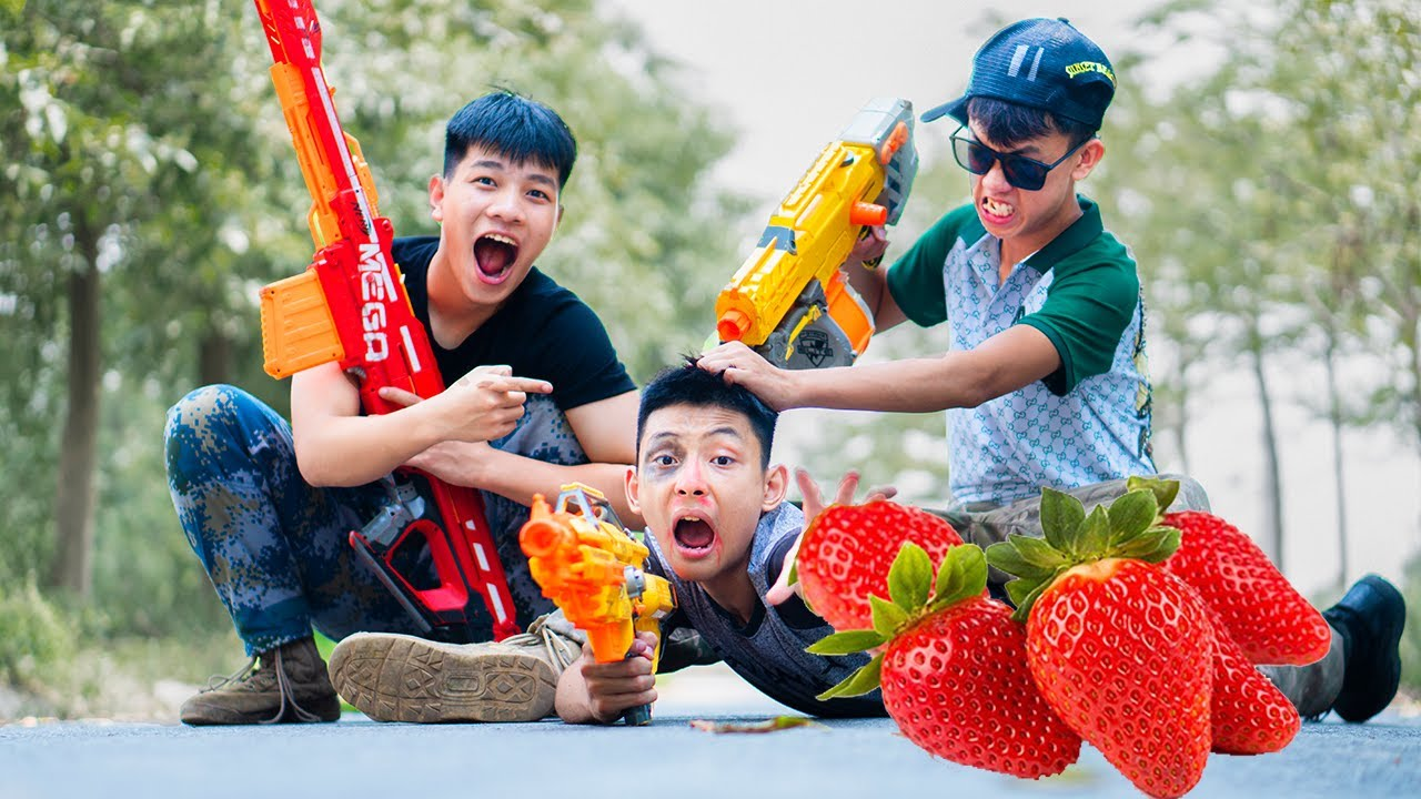 Battle Nerf War: Florist Man & Blue Police Use Nerf Guns Robbers Group STRAWBERRY SHERBET BATTLE