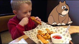 ☆Кушаем в кафе с ГИГАНТСКИМИ МИШКАМИ Федя играет Видео Для Детей Игрушки Свинка Пеппа Кафе ВЛОГ