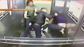 Мужчина выстоял против троих напавших на него в лифте злоумышленников
