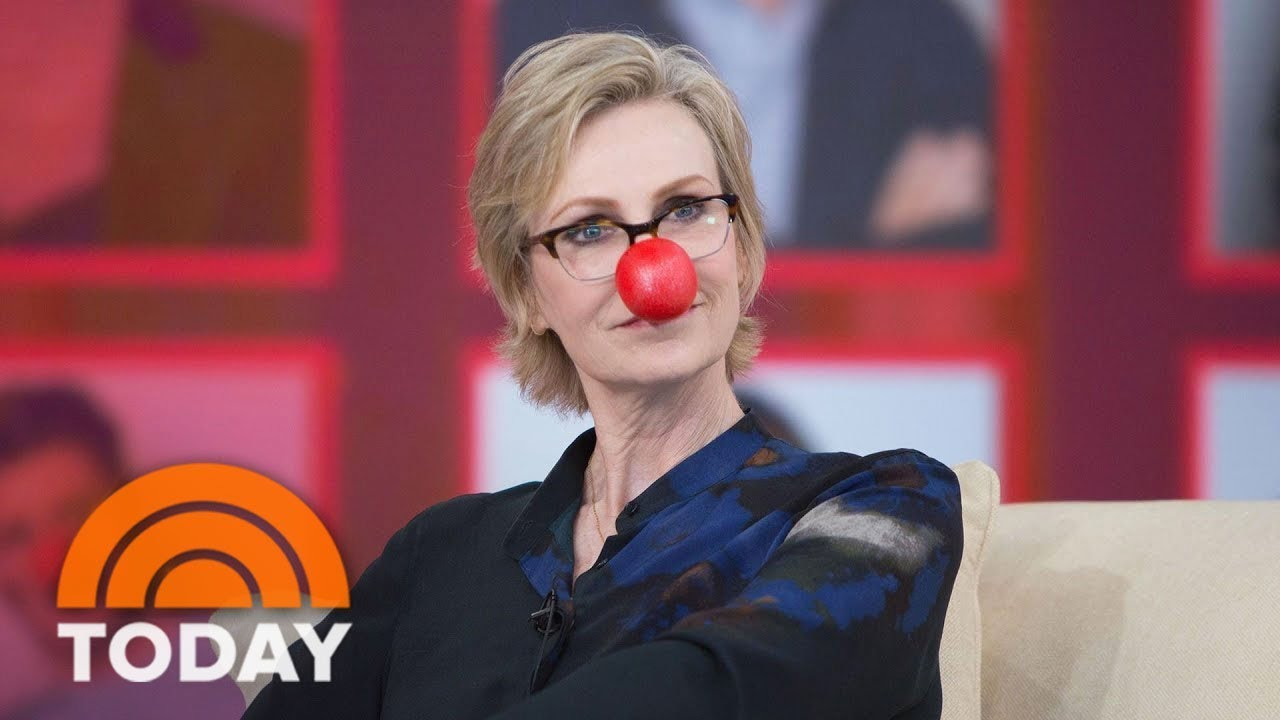 jane-lynch-previews-red-nose-day-special-hollywood-game-night-today