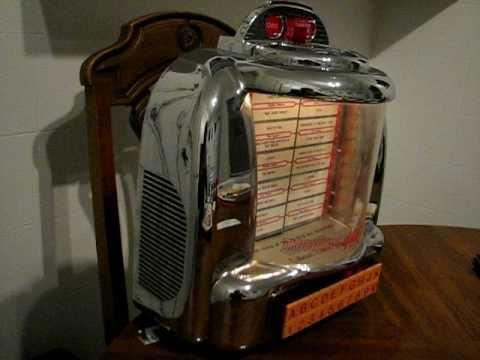 Thomas Radio Seeburg Tabletop Jukebox Replica - YouTube