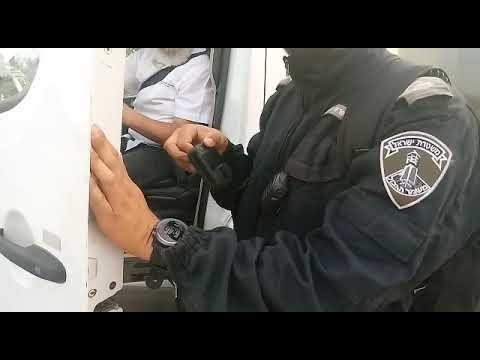 תיעוד: שוטרים חוסמים הסעת ילדי חינוך מיוחד ביצהר