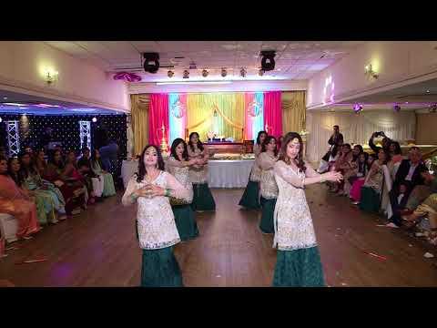 Anam & Hamza | Mehndi Dance | #AnamWedsHamza